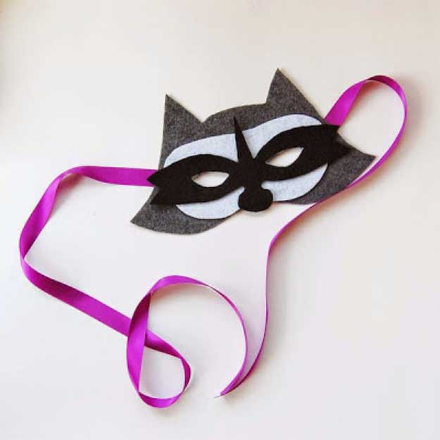 Cool Crafts You Can Make for Less than 5 Dollars | Cheap DIY Projects Ideas for Teens, Tweens, Kids and Adults | Felt Raccoon Mask | http://diyprojectsforteens.com/cheap-diy-ideas-for-teens/