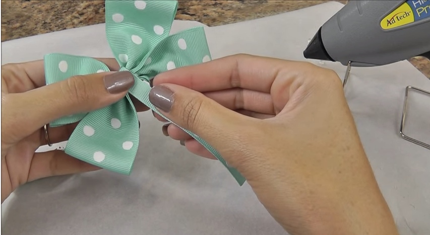 diy-hair-bow-tutorial-video9