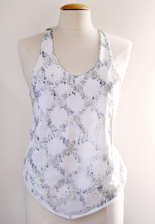 Cool DIY Sharpie Crafts Projects Ideas - Sharpie Snakeskin Pattern Tank Top for Creative DIY Fashion