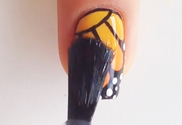 DIY-Monarch-Butterfly-Nail-Art-14