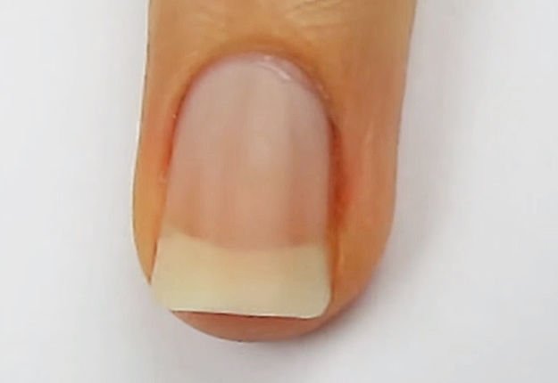 How-To-Do-A-Dripping-Paint-Nail-Art-3