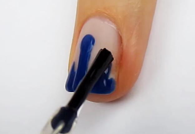 How-To-Do-A-Dripping-Paint-Nail-Art-7