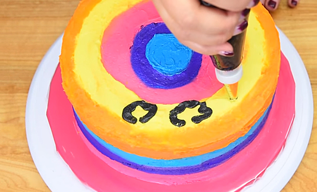 How-To-Make-A-Rainbow-Leopard-Cake-3.8