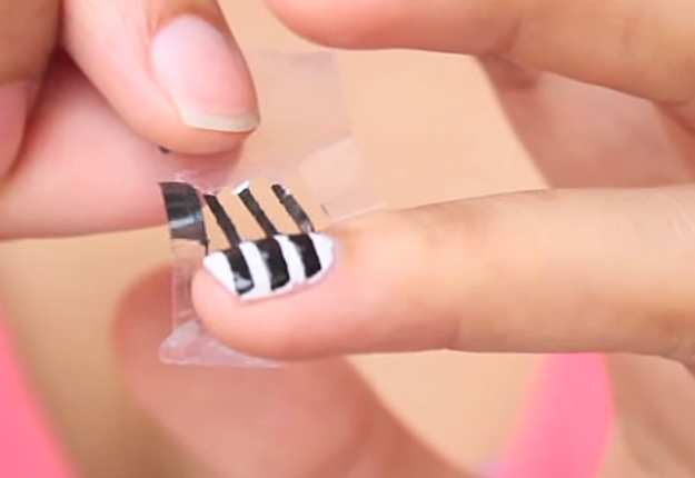 How-to-Make-Perfect-Stripe-Nails-6