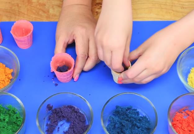 How-to-Make-a-Mini-Rainbow-Milkshake-Cake-Pops-3