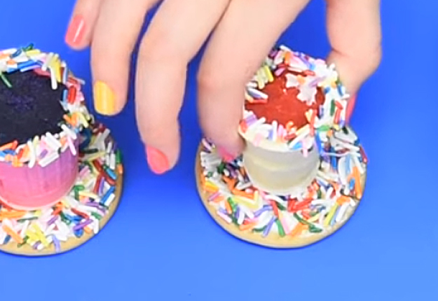 How-to-Make-a-Mini-Rainbow-Milkshake-Cake-Pops-6