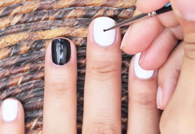 How-to-Make-an-Easy-Optical-Illusion-Nail-Art-2