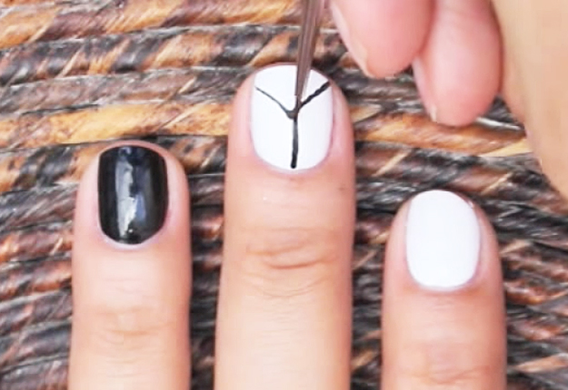 How-to-Make-an-Easy-Optical-Illusion-Nail-Art-3