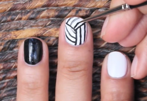 How-to-Make-an-Easy-Optical-Illusion-Nail-Art-6