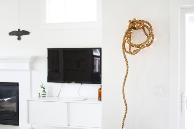 String Light DIY ideas for Cool Home Decor | Rope Light Strand are Fun for Teens Room, Dorm, Apartment or Home #teencrafts #cheapcrafts #diylights/