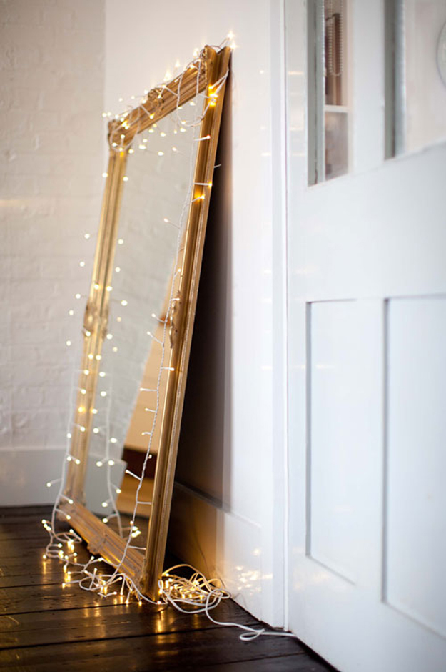 String Light DIY ideas for Cool Home Decor | Vintage Mirror Christmas Light are Fun for Teens Room, Dorm, Apartment or Home | http://diyprojectsforteens.com/diy-string-light-ideas/