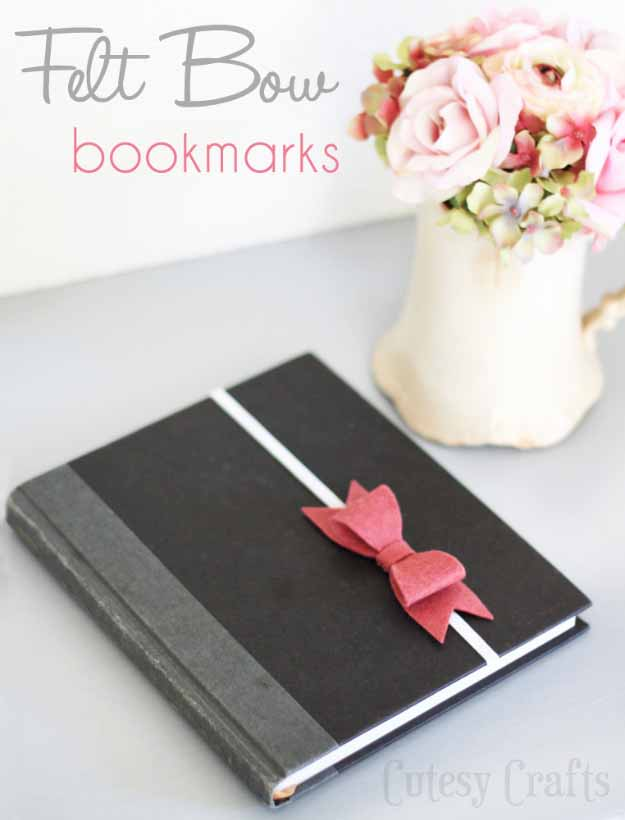 Cool Crafts You Can Make for Less than 5 Dollars | Cheap DIY Projects Ideas for Teens, Tweens, Kids and Adults | Felt Bow Bookmarks | http://diyprojectsforteens.com/cheap-diy-ideas-for-teens/