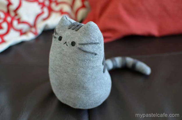 Cool Crafts for Teen Girls - Best DIY Projects for Teenage Girls - DIY Pusheen Sock Plush #teencrafts #diyteens #coolcrafts #crafts #diyideas