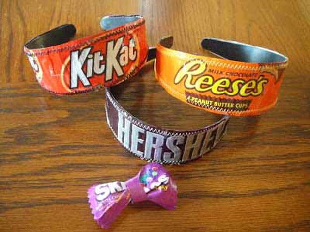 Cool Crafts for Teen Girls - Best DIY Projects for Teenage Girls - Candy Wrapper Headband - http://diyprojectsforteens.com/cool-crafts-for-teen-girls/