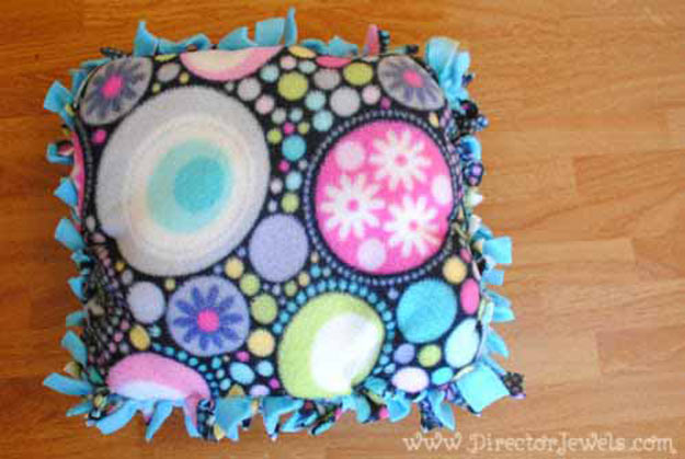 Cool Crafts for Teen Girls - Best DIY Projects for Teenage Girls - DIY No-Sew Fleece Pillow - http://diyprojectsforteens.com/cool-crafts-for-teen-girls/