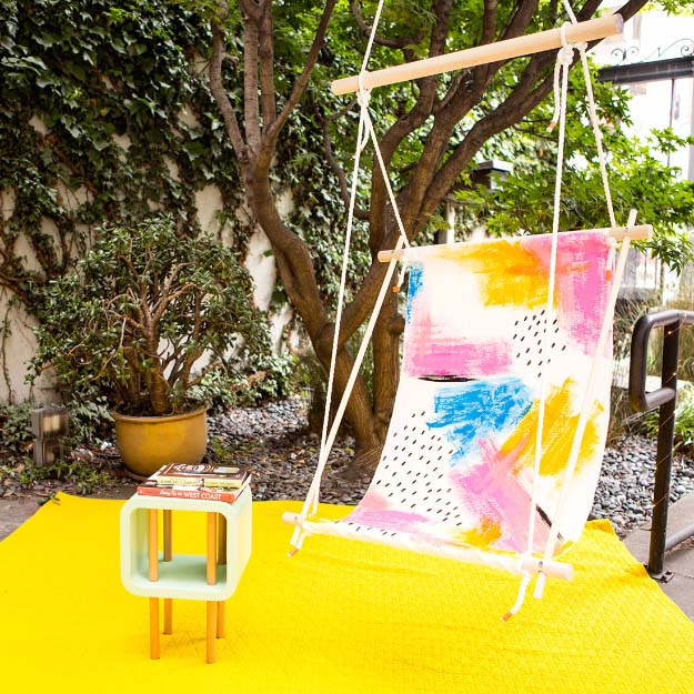 Cool Crafts for Teen Girls - Best DIY Projects for Teenage Girls - Make Your Very Own Hammock Chair #teencrafts #diyteens #coolcrafts #crafts #diyideas