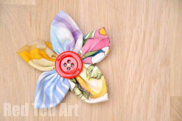 Cool Crafts for Teen Girls - Best DIY Projects for Teenage Girls - Easy Fabric Flowers - http://diyprojectsforteens.com/cool-crafts-for-teen-girls/