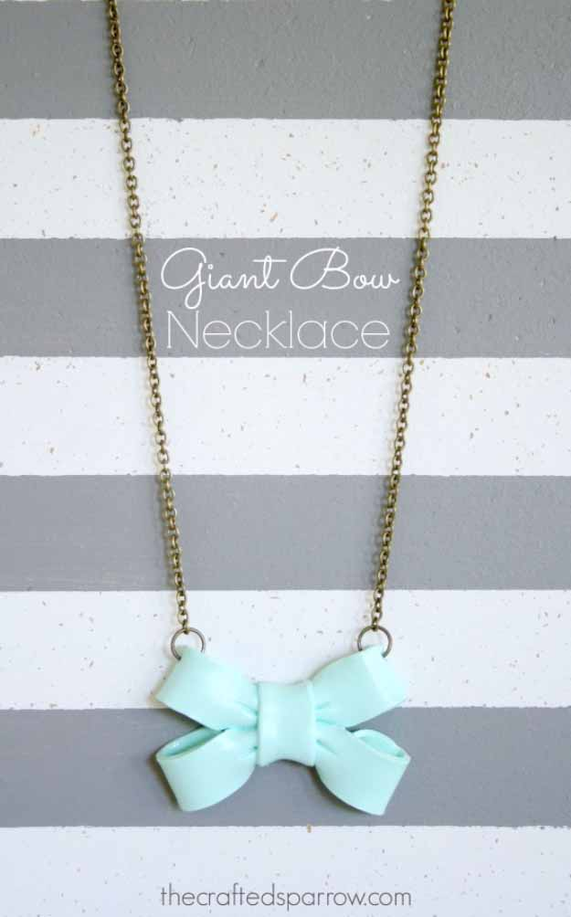 Cool Crafts You Can Make for Less than 5 Dollars | Cheap DIY Projects Ideas for Teens, Tweens, Kids and Adults | Giant Bow Necklace | http://diyprojectsforteens.com/cheap-diy-ideas-for-teens/