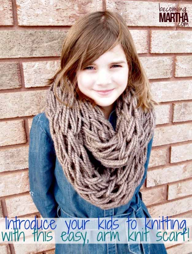 Cool Crafts You Can Make for Less than 5 Dollars | Cheap DIY Projects Ideas for Teens, Tweens, Kids and Adults | Arm Knitting an Infinity Scarf | http://diyprojectsforteens.com/cheap-diy-ideas-for-teens/