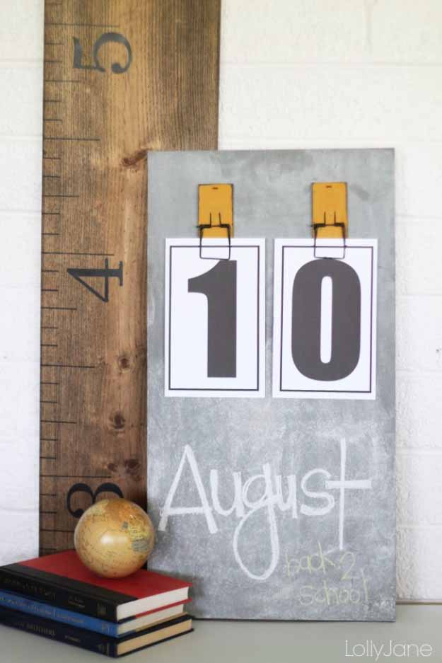Cool Crafts You Can Make for Less than 5 Dollars | Cheap DIY Projects Ideas for Teens, Tweens, Kids and Adults | CHalk Board Calendar | http://diyprojectsforteens.com/cheap-diy-ideas-for-teens/