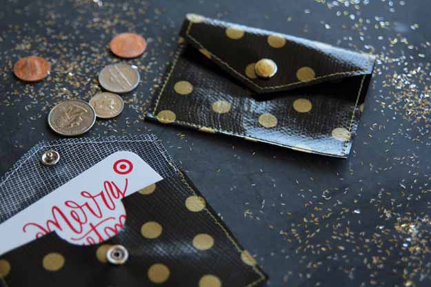 Cool Crafts You Can Make for Less than 5 Dollars | Cheap DIY Projects Ideas for Teens, Tweens, Kids and Adults | Oilcloth Coin Purse | http://diyprojectsforteens.com/cheap-diy-ideas-for-teens/