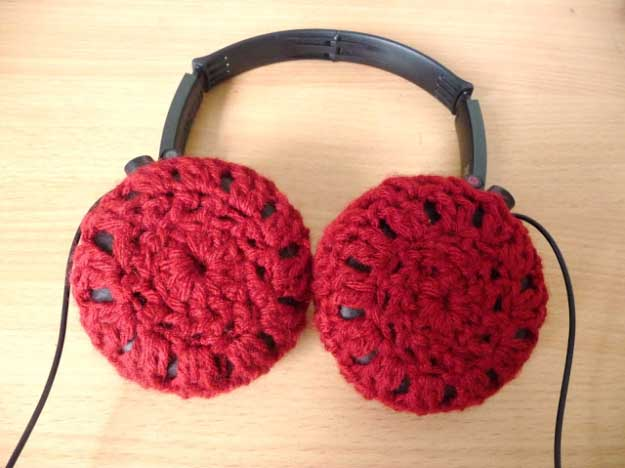 Cool DIY Ideas for Your iPhone iPad Tablets & Phones | Fun Projects for Chargers, Cases and Headphones | Crocheted Headphone Covers | http://diyprojectsforteens.com/diy-projects-iphone-ipad-phone/