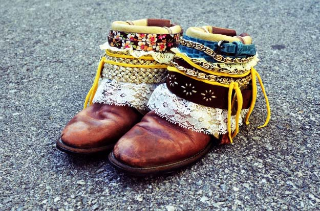 Cool DIY Fashion Ideas | Fun Do It Yourself Fashion projects | Learn how to refashion and sew jeans, T-shirts, skirts, and more | DIY Boho Belted Boots | http://diyprojectsforteens.com/cool-diy-fashion-ideas/