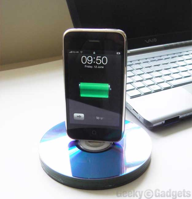 Cool DIY Ideas for Your iPhone iPad Tablets & Phones | Fun Projects for Chargers, Cases and Headphones | DIY: Recycled CD iPhone Dock | http://diyprojectsforteens.com/diy-projects-iphone-ipad-phone/