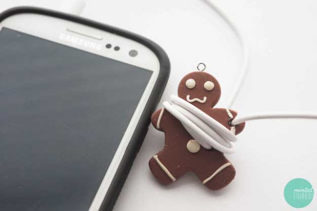 Cool DIY Ideas for Your iPhone iPad Tablets & Phones | Fun Projects for Chargers, Cases and Headphones | Ear Phone Cord Keeper | http://diyprojectsforteens.com/diy-projects-iphone-ipad-phone/