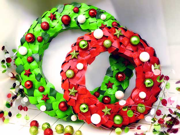 Duct Tape Crafts Ideas for DIY Home Decor, Fashion and Accessories | Holiday Wreath out of Duct Tape | DIY Projects for Teens #teencrafts #kidscrafts #ducttape #cheapcrafts /