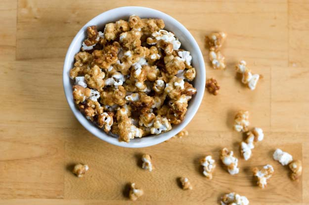 34 Fun Foods for Kids & Teens | Cool and Easy Recipes for Kids & Teenagers to Make At Home | Homemade Caramel Corn | http://diyprojectsforteens.com/3fun-foods-for-teens-kids