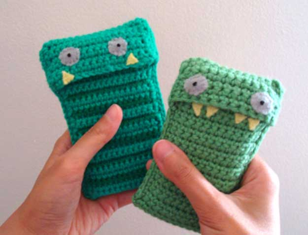 Cool DIY Ideas for Your iPhone iPad Tablets & Phones | Fun Projects for Chargers, Cases and Headphones | Knit iPhone Cute Monster Case | http://diyprojectsforteens.com/diy-projects-iphone-ipad-phone/