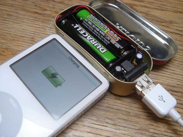 Cool DIY Ideas for Your iPhone iPad Tablets & Phones | Fun Projects for Chargers, Cases and Headphones | Small battery-powered USB charger | http://diyprojectsforteens.com/diy-projects-iphone-ipad-phone/