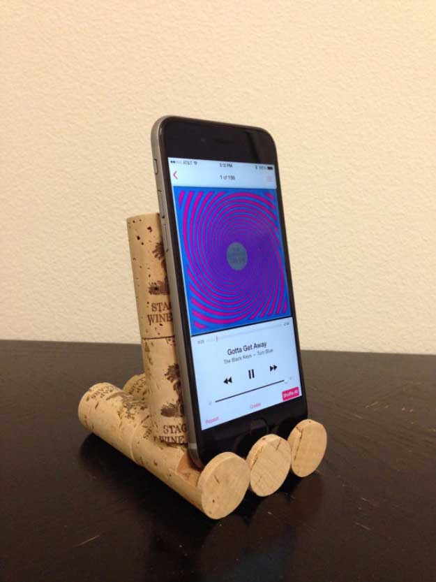 Cool DIY Ideas for Your iPhone iPad Tablets & Phones | Fun Projects for Chargers, Cases and Headphones | Wine Cork iPhone Stand | http://diyprojectsforteens.com/diy-projects-iphone-ipad-phone/