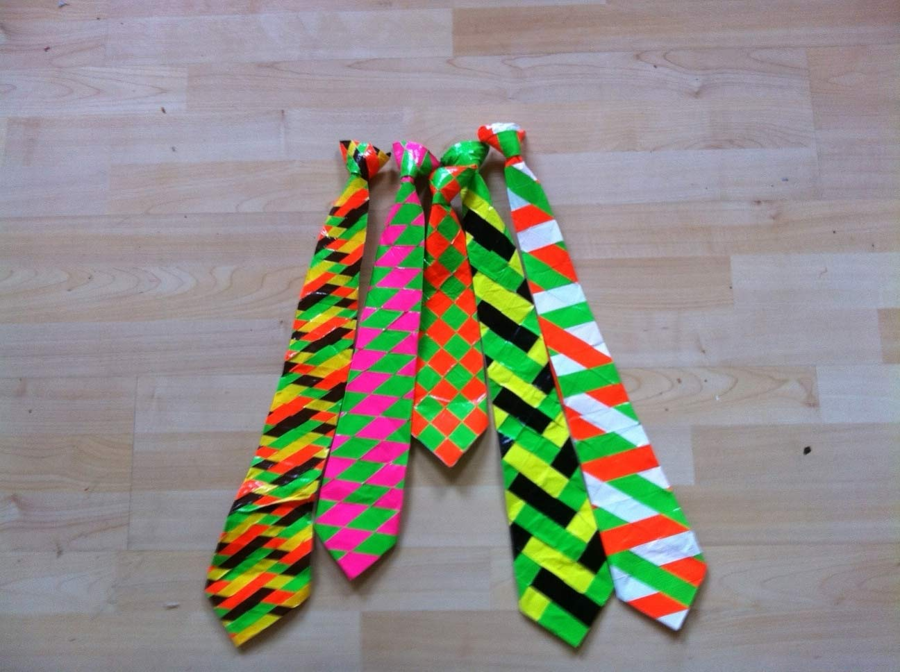 Duct Tape Crafts Ideas for DIY Home Decor, Fashion and Accessories | Duct Tape Tie | DIY Projects for Teens #teencrafts #kidscrafts #ducttape #cheapcrafts /