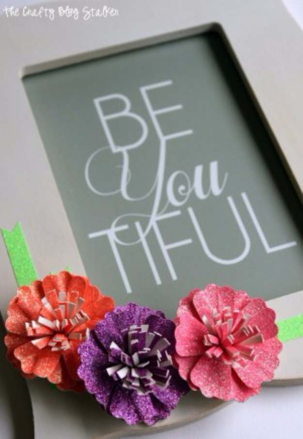Cool DIY Crafts Made With Glitter - Sparkly, Creative Projects and Ideas for the Bedroom, Clothes, Shoes, Gifts, Wedding and Home Decor | Glitter Paper Flower Frame | http://diyprojectsforteens.com/diy-projects-made-with-glitter/
