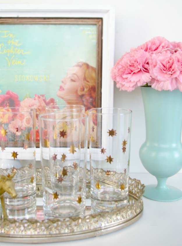 Cool DIY Crafts Made With Glitter - Sparkly, Creative Projects and Ideas for the Bedroom, Clothes, Shoes, Gifts, Wedding and Home Decor   Gold Star Glitter Glasses #diyideas #glitter #crafts