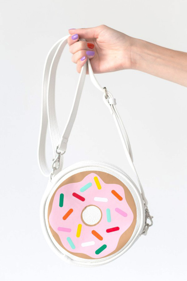 Cool DIY Ideas for Fun and Easy Crafts - DIY Donut Purse is a Cool Homemade Fashion Accessory - DIY Moon Pendant for Easy DIY Lighting in Teens Rooms - Dip Dyed String Wall Hanging - DIY Mini Easel Makes Fun DIY Room Decor Idea - Awesome Pinterest DIYs that Are Not Impossible To Make - Creative Do It Yourself Craft Projects for Adults, Teens and Tweens. http://diyprojectsforteens.com/fun-crafts-pinterest