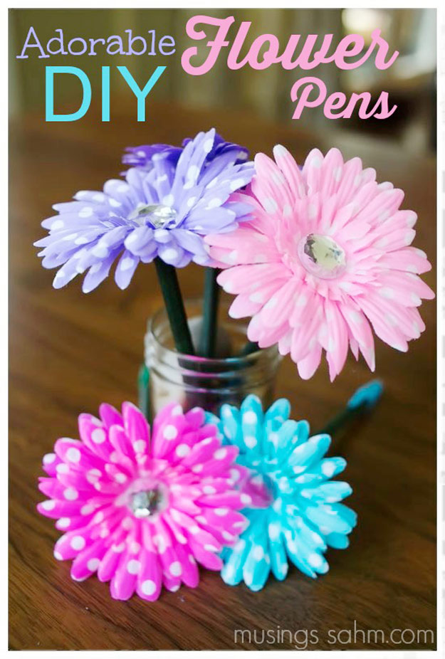 Cool DIY Ideas for Fun and Easy Crafts - DIY Flower Pens Make Cute Handmade Birthday Gift Idea for Teens- Awesome Pinterest DIYs that Are Not Impossible To Make - Creative Do It Yourself Craft Projects for Adults, Teens and Tweens. http://diyprojectsforteens.com/fun-crafts-pinterest