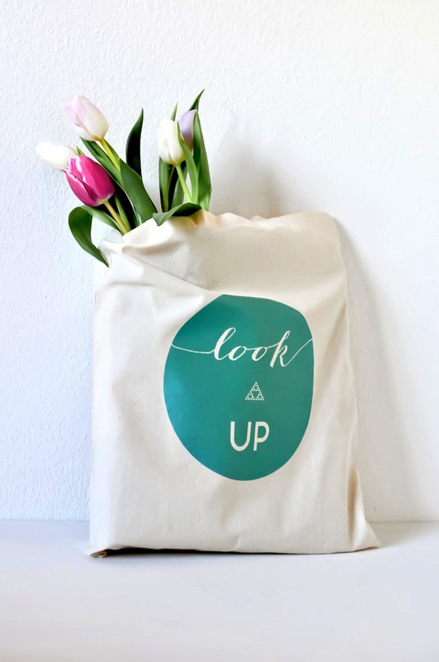 Cool DIY Ideas for Fun and Easy Crafts - DIY Iron Transfer Tote Bag is a Fun and Easy Craft Project for Women - DIY Moon Pendant for Easy DIY Lighting in Teens Rooms - Dip Dyed String Wall Hanging - DIY Mini Easel Makes Fun DIY Room Decor Idea - Awesome Pinterest DIYs that Are Not Impossible To Make - Creative Do It Yourself Craft Projects for Adults, Teens and Tweens #diyteens #teencrafts #funcrafts #fundiy #diyideas