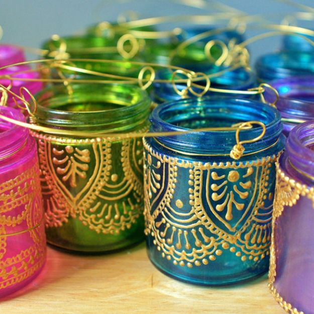 Cute DIY Mason Jar Ideas - Hand Painted Mason Jar Lanterns - Fun Crafts, Creative Room Decor, Homemade Gifts, Creative Home Decor Projects and DIY Mason Jar Lights - Cool Crafts for Teens and Tween Girls http://diyprojectsforteens.com/cute-diy-mason-jar-crafts