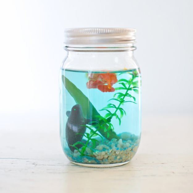 Cute DIY Mason Jar Ideas - DIY Mason Jar Aquarium - Fun Crafts, Creative Room Decor, Homemade Gifts, Creative Home Decor Projects and DIY Mason Jar Lights - Cool Crafts for Teens and Tween Girls http://diyprojectsforteens.com/cute-diy-mason-jar-crafts
