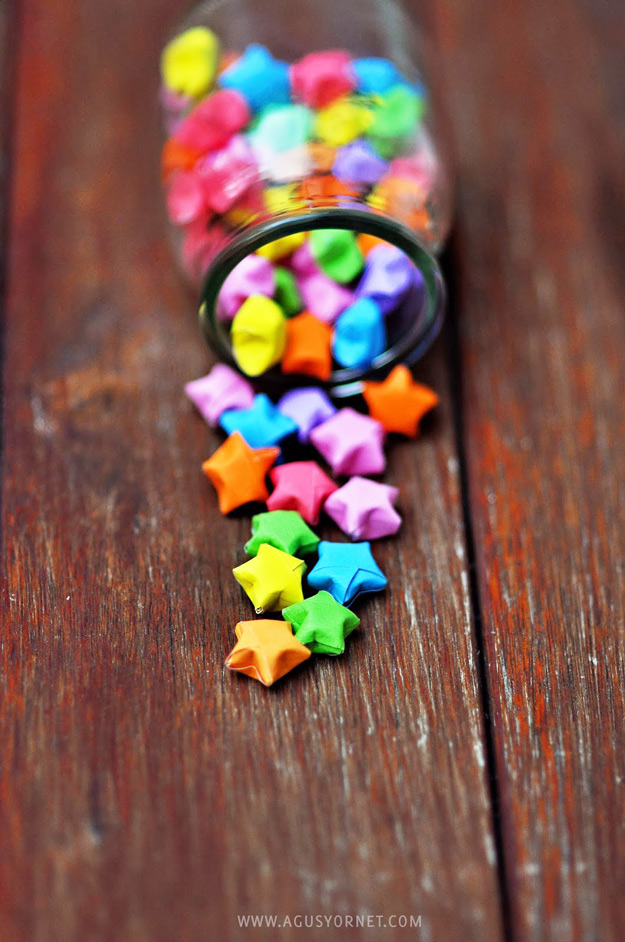 Cool DIY Ideas for Fun and Easy Crafts - DIY Origami Stars are a Fun and Easy Paper Craft Idea - DIY Moon Pendant for Easy DIY Lighting in Teens Rooms - Dip Dyed String Wall Hanging - DIY Mini Easel Makes Fun DIY Room Decor Idea - Awesome Pinterest DIYs that Are Not Impossible To Make - Creative Do It Yourself Craft Projects for Adults, Teens and Tweens #diyteens #teencrafts #funcrafts #fundiy #diyideas