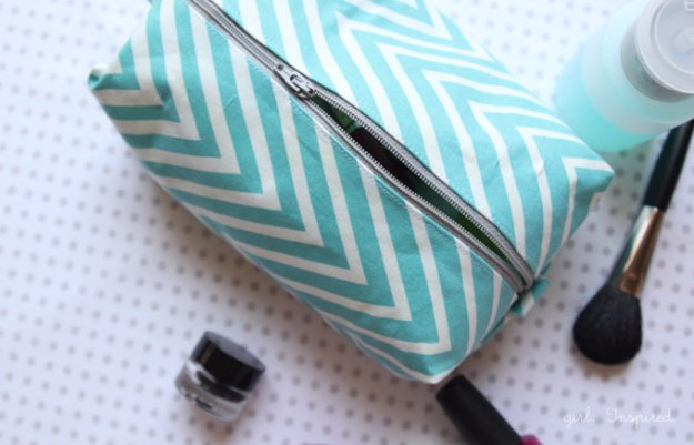 Crafts to Make and Sell - Cosmetic Bag Tutorial - Cool and Cheap Craft Projects and DIY Ideas for Teens and Adults to Make and Sell - Fun, Cool and Creative Ways for Teenagers to Make Money Selling Stuff to Make #teencrafts #diyideas #craftstosell