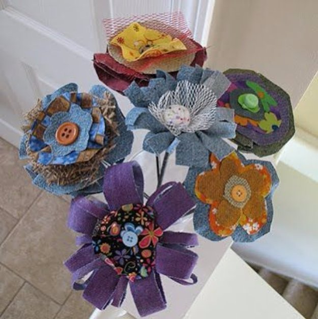 DIY Crafts with Old Denim Jeans -Denim Fabric Flowers - Cool Projects and Fashion You Can Make With Old Jeans - Fun Crafts for Teens and Adults, Inexpensive Ones!