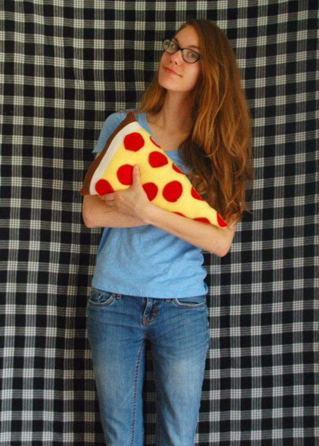 Crafts to Make and Sell - Sew Your Own Pizza Pillow - Cool and Cheap Craft Projects and DIY Ideas for Teens and Adults to Make and Sell - Fun, Cool and Creative Ways for Teenagers to Make Money Selling Stuff to Make #teencrafts #diyideas #craftstosell