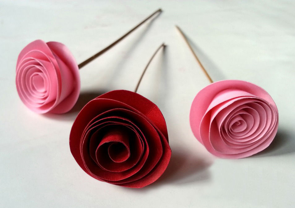 fabulous easy rolled paper roses. Black Bedroom Furniture Sets. Home Design Ideas
