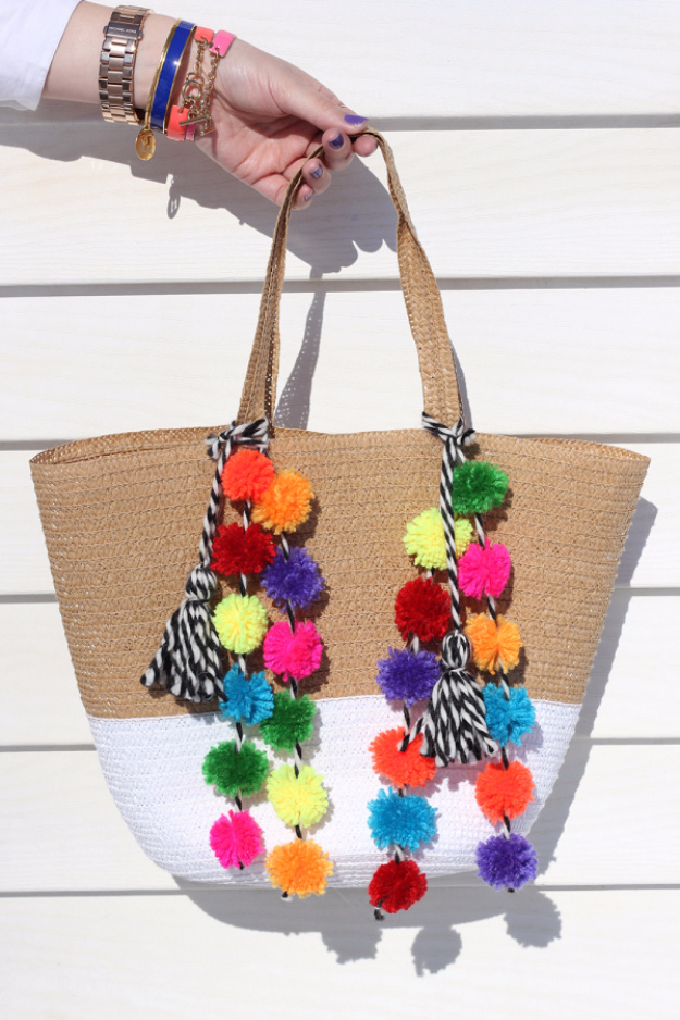 DIY Crafts with Pom Poms - Pom Pom Beach Bag DIY - Fun Yarn Pom Pom Crafts Ideas. Garlands, Rug and Hat Tutorials, Easy Pom Pom Projects for Your Room Decor and Gifts http://diyprojectsforteens.com/diy-crafts-pom-poms