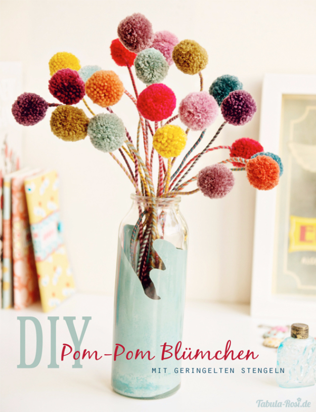 DIY Crafts with Pom Poms - Pom Pom Blumchen - Fun Yarn Pom Pom Crafts Ideas. Garlands, Rug and Hat Tutorials, Easy Pom Pom Projects for Your Room Decor and Gifts http://diyprojectsforteens.com/diy-crafts-pom-poms
