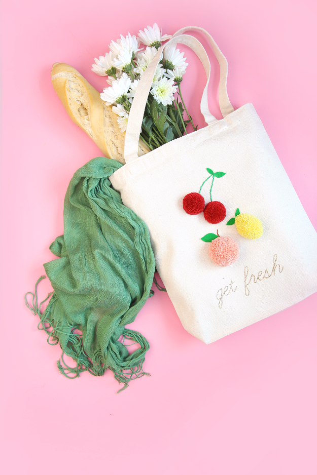 DIY Crafts with Pom Poms - Pom Pom Market Tote - Fun Yarn Pom Pom Crafts Ideas. Garlands, Rug and Hat Tutorials, Easy Pom Pom Projects for Your Room Decor and Gifts http://diyprojectsforteens.com/diy-crafts-pom-poms
